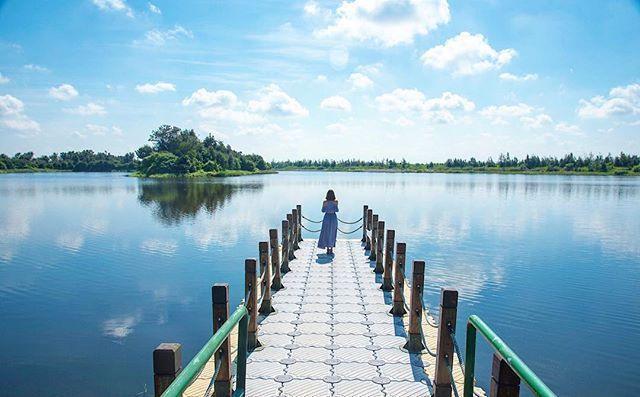 擁有「小日月潭」之稱,原先為台糖農場的甘蔗林,但因颱風的來襲,讓原本的樹林變成湖...