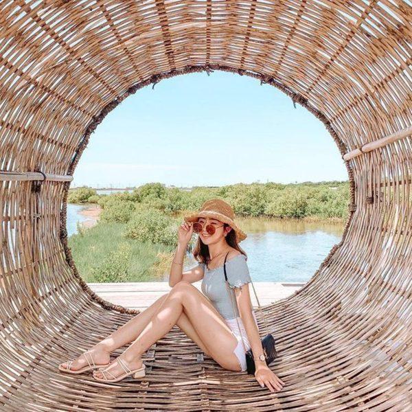 雲林成龍溼地到了暑假會有「國際環境藝術節」活動,近幾年的藝術作品推動,也讓許多旅...