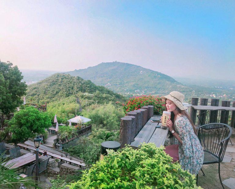 「雲仙境」是位在半山腰上的景觀餐廳,這裡適合來杯香純的濃茶,輕倚在欄邊,山嵐美景...