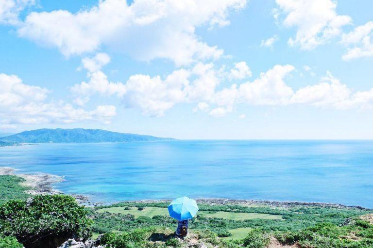 在鵝鑾鼻及風吹砂之間,有一片廣闊的草生地濱臨浩瀚的太平洋,這就是龍磐公園! 圖/...
