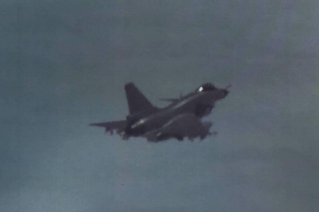 今年一月,中國派出8架轟六、4架殲16與1架運八巡邏機,模擬「巡邏機搜索目標,轟...