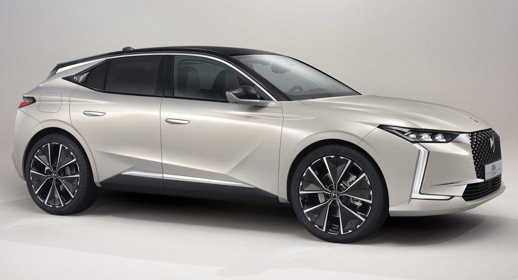 原廠對於DS 4的定義不僅是掀背車,還是款猶如Coupe-SUV的跨界車款。 摘...