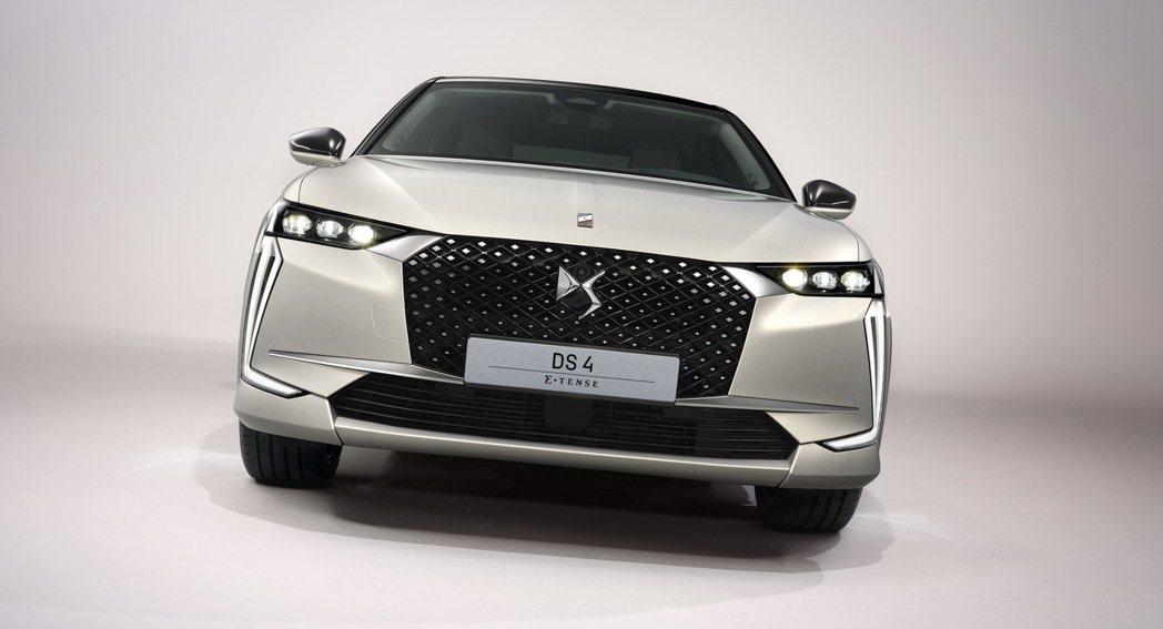 藉由全新DS 4的發行,原廠也推出了E-TENSE插電式油電混合車型。 摘自DS...