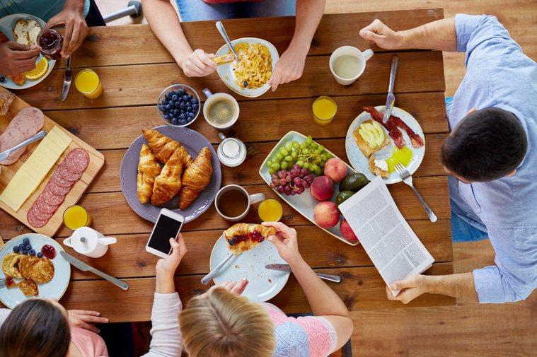 逢年過節,飲料酒水也是餐桌上必不可少的元素。圖/ingimage