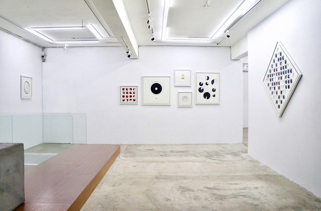 孔蒂諾與埃爾南德,以台灣數據創作的七件數據紙雕「美學鬥志」系列作品。圖/路由藝術...