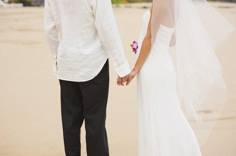 不少年輕人都會選擇先登記結婚。示意圖/Ingimage