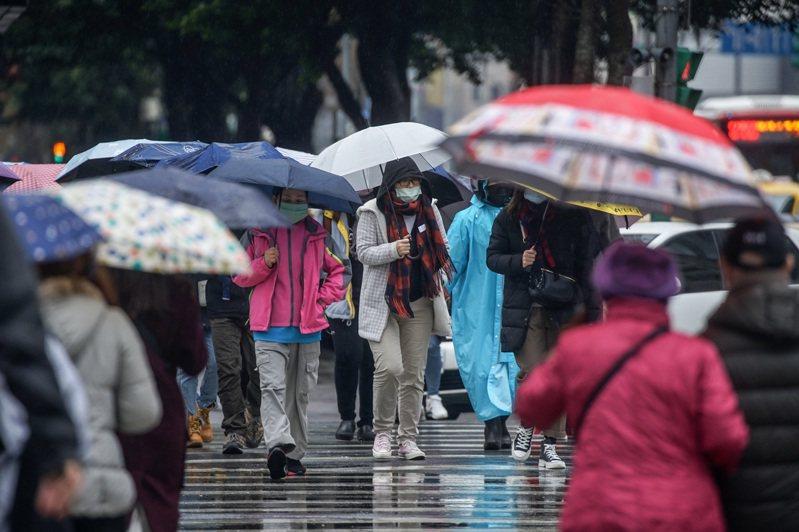 氣象局表示,日夜溫差大的天氣持續到8日;小年夜起全台有雨,中部以北、宜蘭可能有較大雨勢,氣溫偏涼,中央社