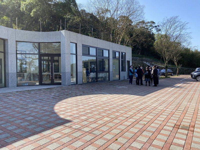 三芝區的興華營區還有二層與三層的空間尚未活化,為此地方也希望能夠空間活化應用成藝文展演空間。 圖/紅樹林有線電視提供