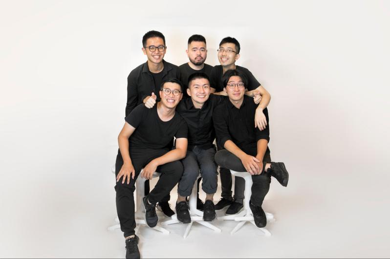 《文字遊戲》開發團隊 Team9是由張文瀚(前排左一)、邱梁鈞(前排左二)、張文韋(前排左三),黃威愷(後排左一)、黃鎮洋(後排左二)、陳育律(後排左三)所組成。圖/TEAM9提供
