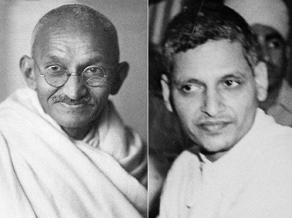 印度教民族主義狂熱分子高德西(右圖)在1948年1月30日刺殺了印度國父甘地(左圖)。圖/取自YouTube