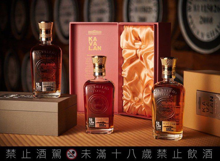 噶瑪蘭酒廠珍藏版威士忌原酒系列有蘭姆桶、馬德拉桶、煙燻泥煤桶(左至右)三酒款。圖...