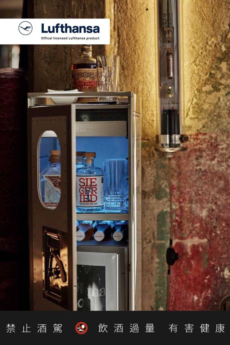 可以選擇內含冰箱的款式。圖/摘自柏緯進口家居臉書。提醒您:禁止酒駕 飲酒過量有礙...