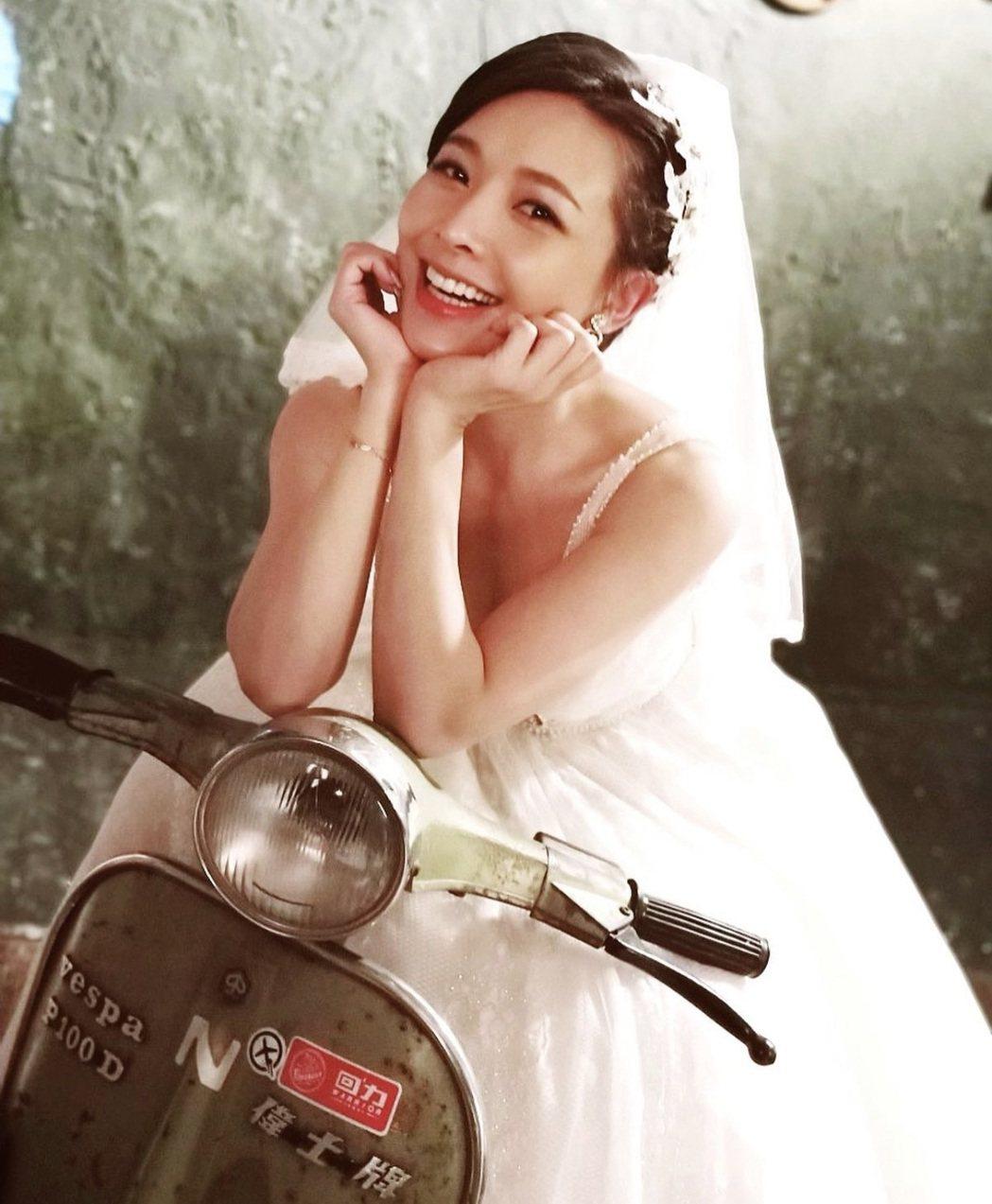 吳婉君的婚紗照很復古。圖/摘自IG
