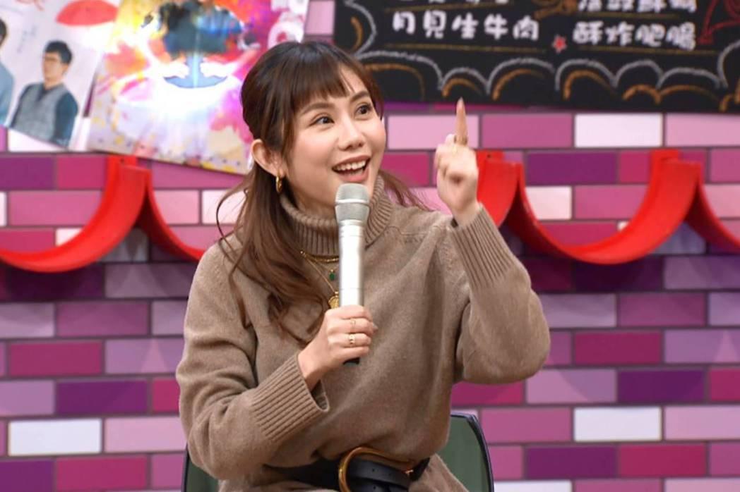 王宇婕曾穿著睡衣、素顏排買一送一的咖啡。圖/TVBS提供