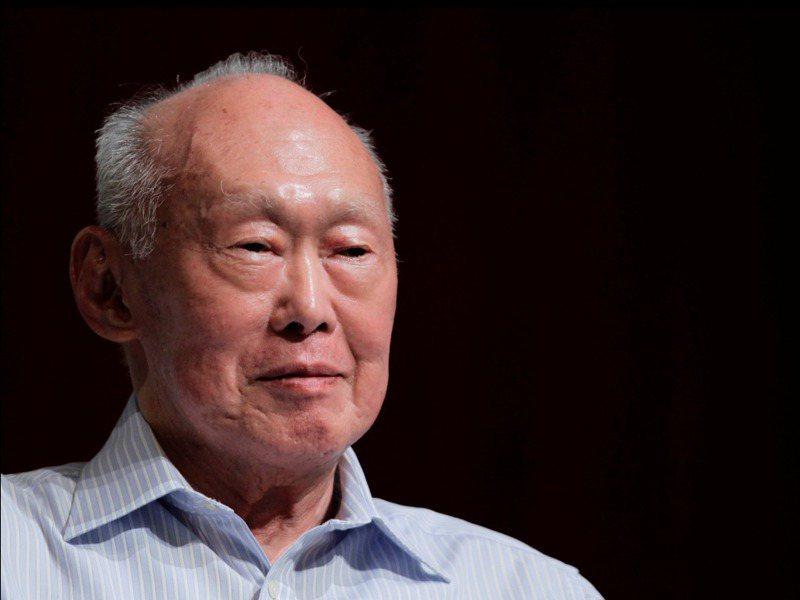 新加坡建國總理李光耀2015年過世前共立下七個版本遺囑,前六個版本都是律師柯金梨負責,2013年12月17日簽下的「最終版本」卻是兒媳林學芬「操刀」。路透
