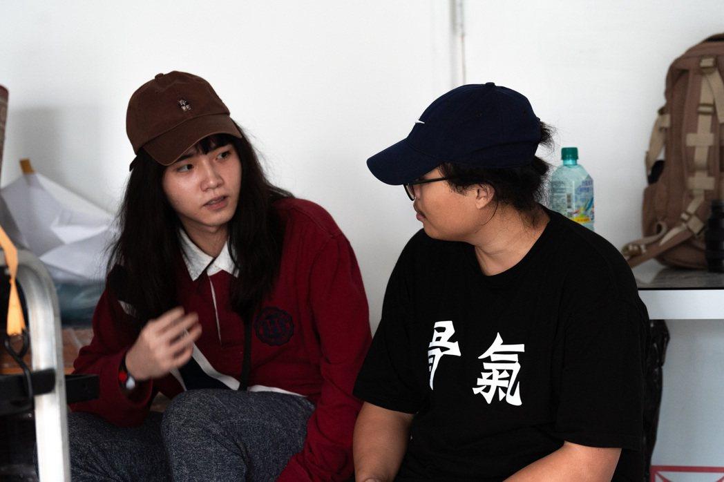 持修(左)首次擔任導演,與同年齡的新銳導演何帛儒共同創作新歌「用破碎的心修好破碎...