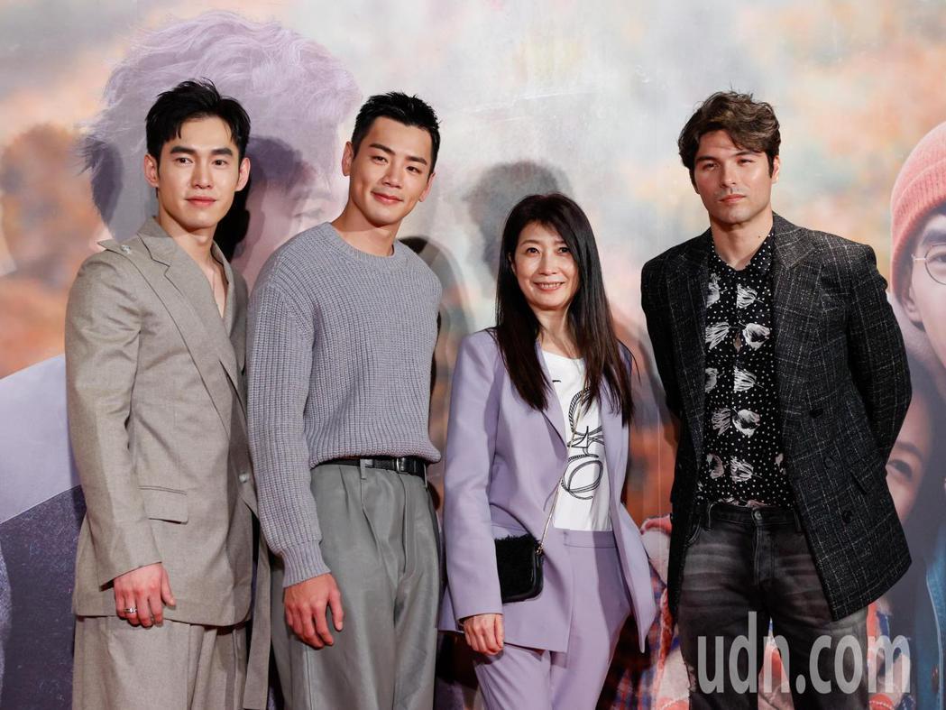 電影《跟你老婆去旅行》首映會晚上在台北市松仁威秀影城舉行,片中主角張書豪(左起)...
