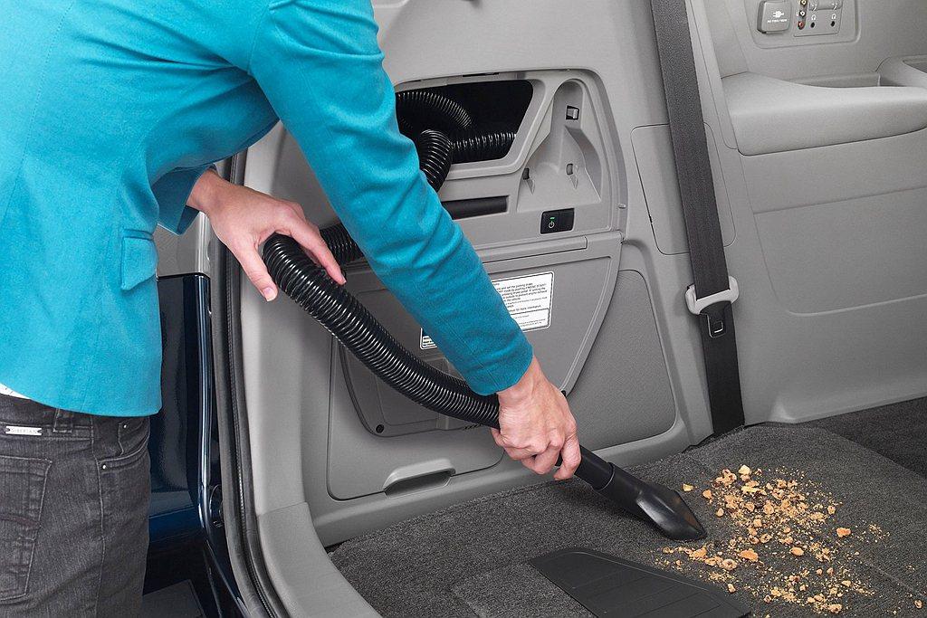 車壇首見HondaVAC車載吸塵器,不僅不會佔據後行李廂空間,更能隨時啟動清潔車...