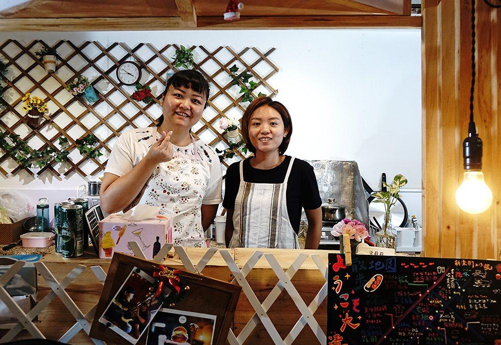 蘇鈺珽、梁彣怡原本是旅行社同事,兩人有志一同想要創業圓夢。 圖/曾信耀 攝影