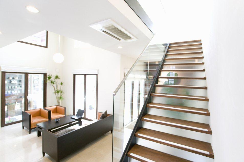 一名女網友找設計師想規劃打造住家空間,但對方報價讓她覺得太貴。照片為示意圖,與本...