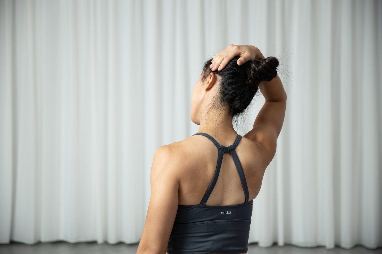 橘世代特別針對過年可能碰到的「三大後遺症」,包括肥胖、肩膀僵硬、腿痠腳底痛提出解...