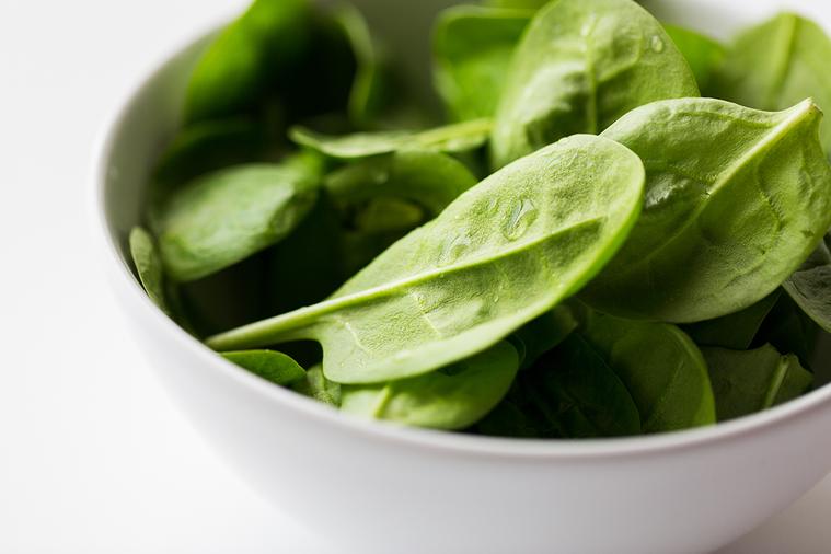 說「菠菜是綠色的」,是對它的客觀屬性進行描述;說「菠菜是好吃的」,則是把個人的觀...