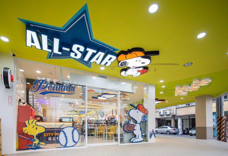 台南首家「7-ELEVEN X SNOOPY史努比主題店」整體設計使用棒球主題風...