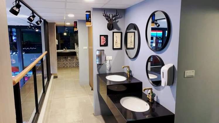 萊爾富宜蘭廣進店的休憩區以歐式復古風為設計主題,連洗手台都很獨特。圖/萊爾富提供