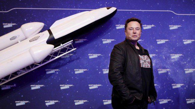 馬斯克(Elon Musk)靠著電動車和可回收火箭,顛覆汽車與航太產業。 美聯社