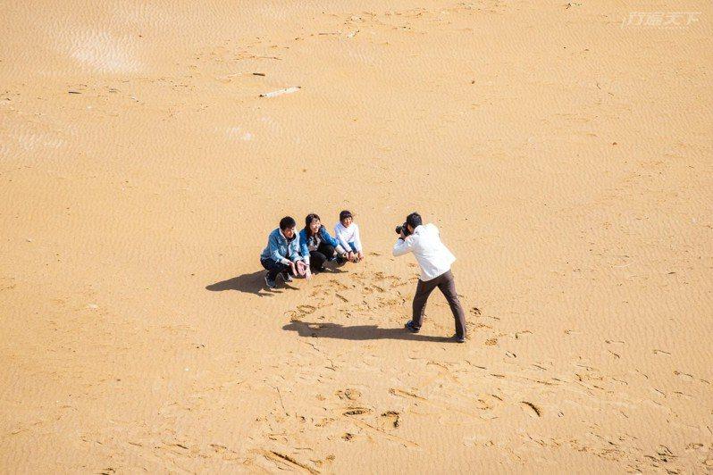 全家人在清幽的福隆沙灘上留下彼此的身影吧。