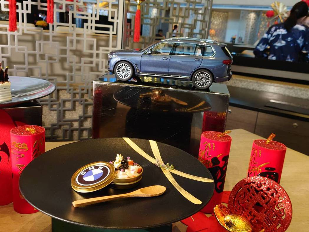 台北晶華酒店與BMW跨界合作,以頂極豪華車系設計概念打造「BMW風格饗宴」。記者...