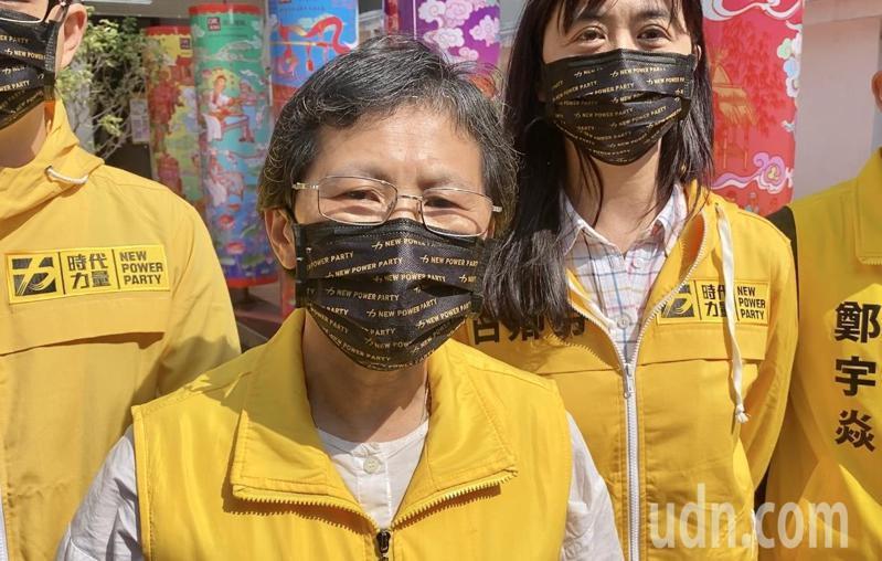 時代力量黨主席陳椒華今天到彰化市開化寺參拜,接受媒體訪問時指出,罷免是民主程序的一部分,時力也肯定黃捷是優秀的市議員,但因黃捷已退黨,時力不會參與罷免案。記者劉明岩/攝影