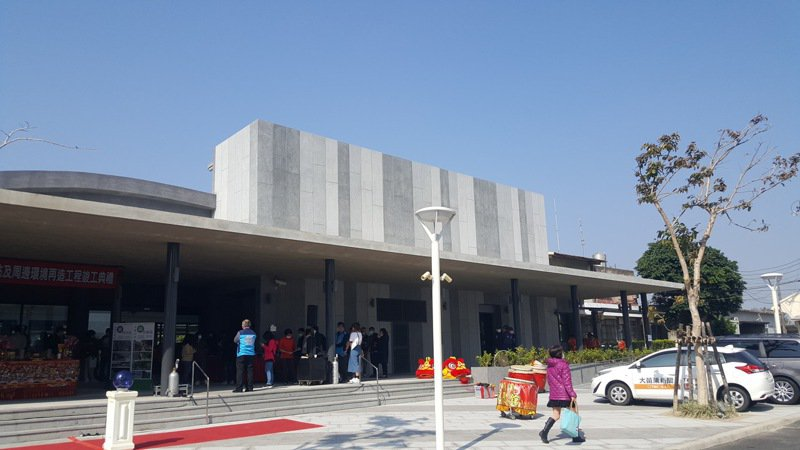 苗栗火車站東西站及周邊環境再造工程今天竣工,東站的舊站體呈現全新景觀。記者胡蓬生/攝影