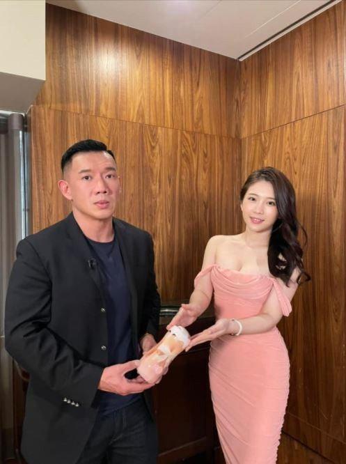 杜汶澤曾獲雞排妹親送飛機杯。圖/摘自臉書