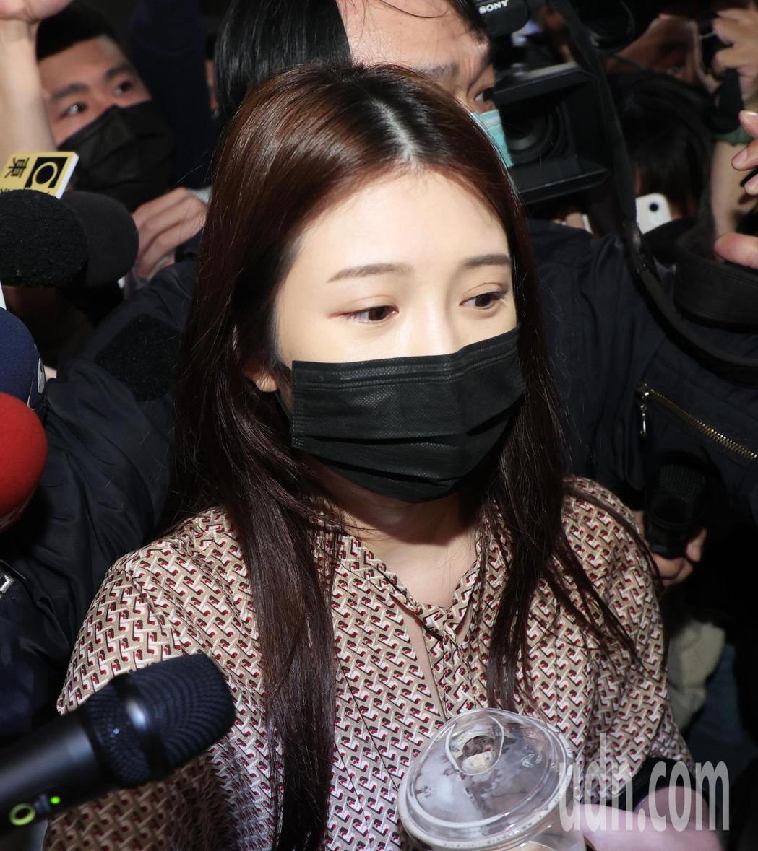 性騷疑雲事件,雞排妹(圖)今天到翁立友記者會現場想聆聽說法。記者潘俊宏/攝影