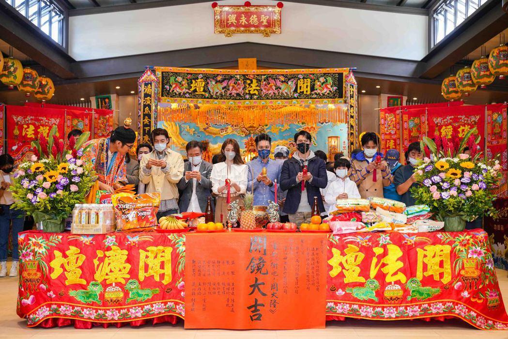 「衝吧!周大隆」全體劇組新春團拜。圖/滿滿額提供