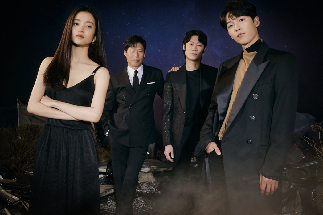 金泰梨(左起)、柳海真 、陳善奎 、宋仲基演出「勝利號」。圖/Netflix提供