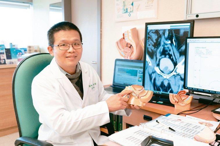 嘉義長庚醫院泌尿科主治醫師何東儒說,因為夜尿求診的民眾不少。記者魯永明╱攝影