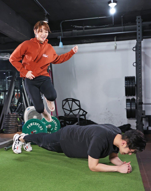 平板撐跳跳。記者潘俊宏/攝影