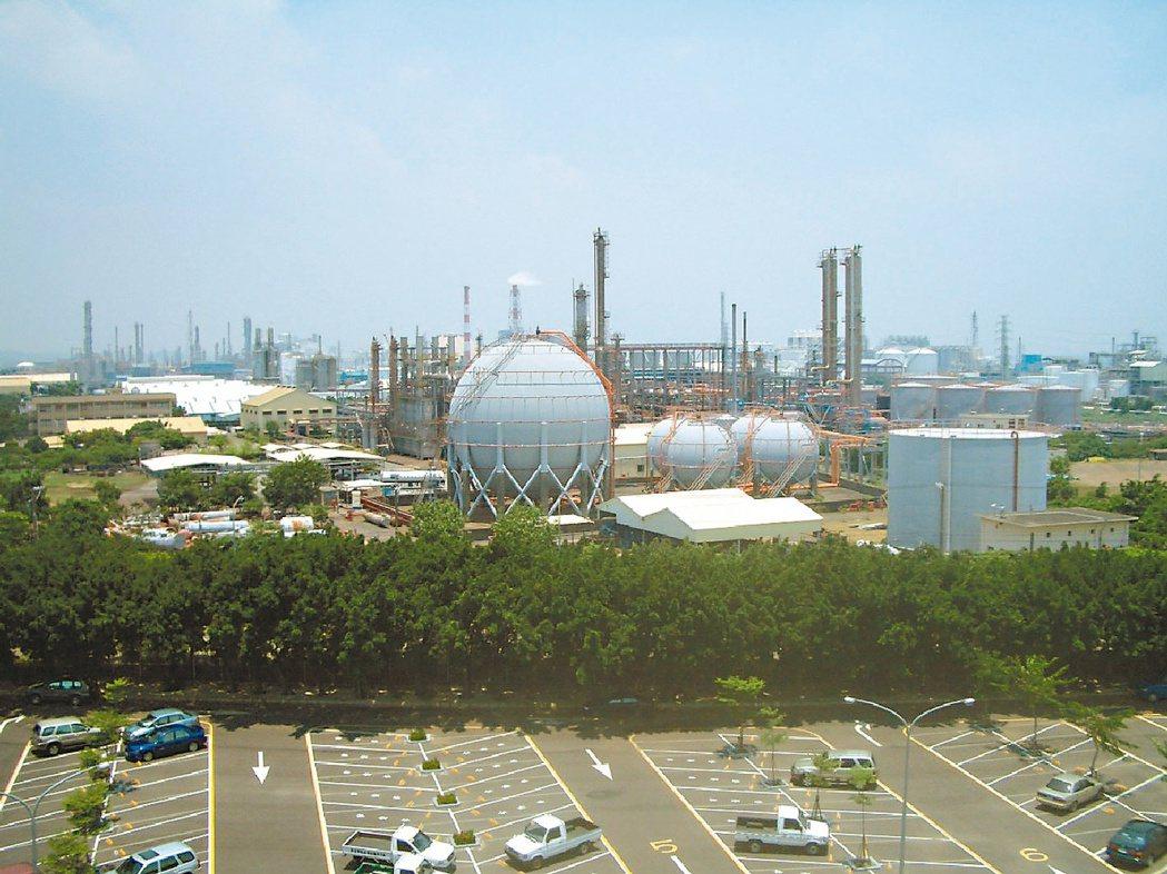 聚氯乙烯(PVC)再掀漲勢,供應商華夏、台塑受益大。 (本報系資料庫)