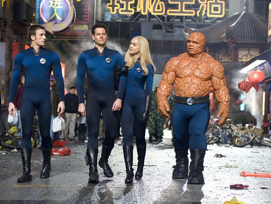 克里斯伊凡(左起)、尤恩葛魯菲、潔西卡艾芭與麥可奇克利斯扮演「驚奇4超人」。圖/...