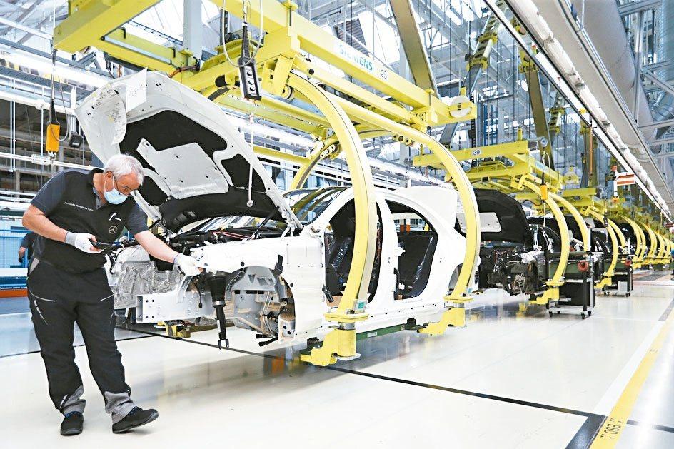 福特警告,本季汽車產量可能會因為晶片短缺而減少多達20%。(美聯社)