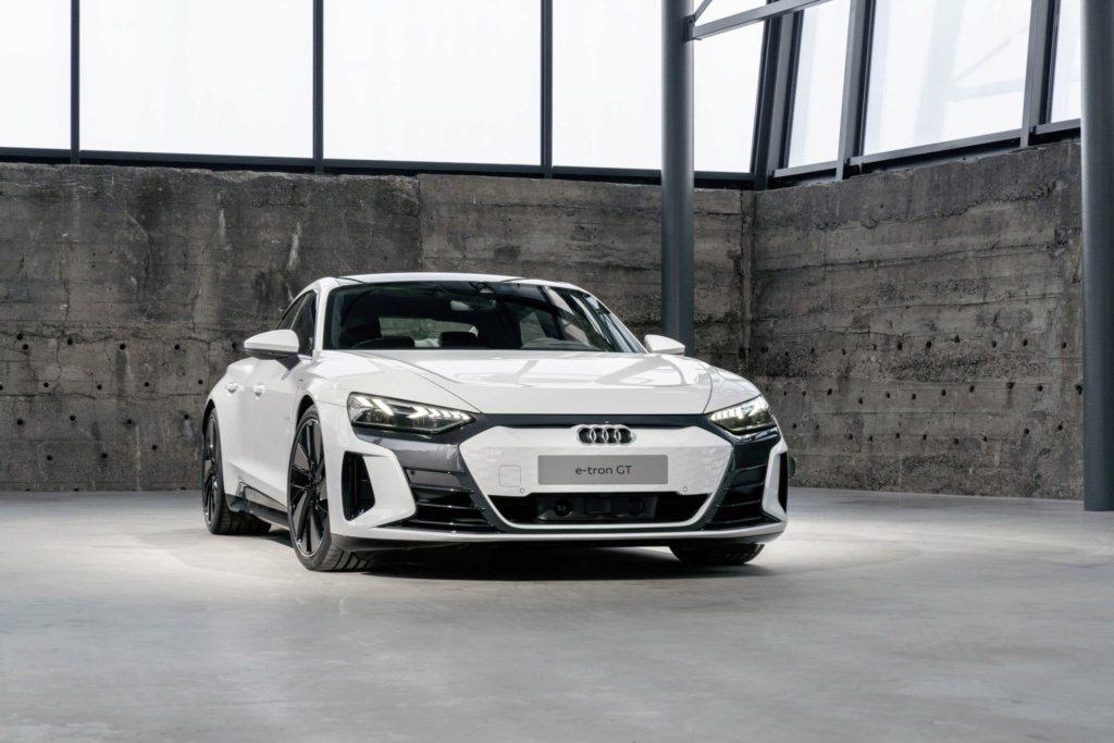 全新Audi e-tron GT發表前流出量產版真面目。 摘自Cochespia...
