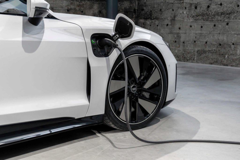 全新Audi e-tron GT RS將成為四環品牌RS性能系列首款純電動車。 ...