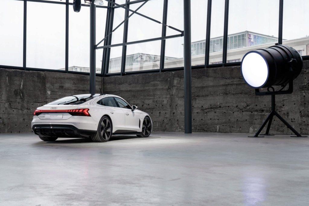 全新Audi e-tron GT市售版實車。 摘自Cochespias