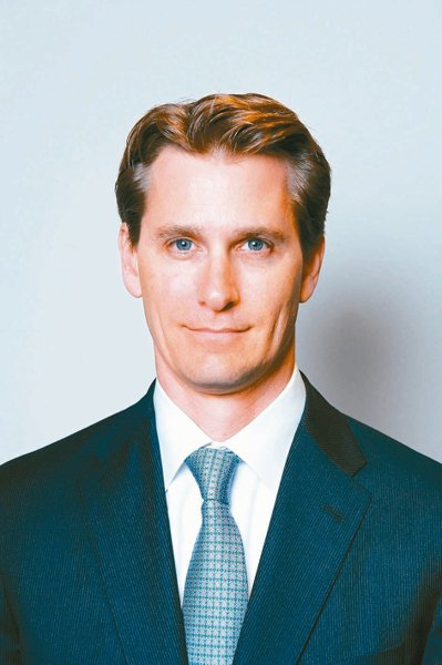 葛蘭.包爾小檔案現職:富蘭克林股票團隊副總裁、富蘭克林坦伯頓美國機會基金主要...