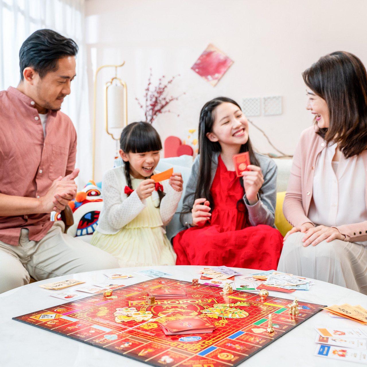 闔家團聚玩桌遊,是老少咸宜的活動。圖/孩之寶提供