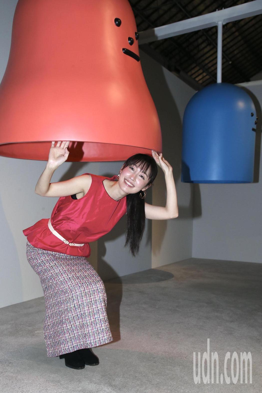 田中千繪參觀「黏黏怪物研究所:登入計畫特展」,開心的在互動區體驗。記者林俊良/攝...