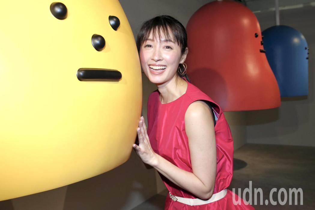 田中千繪參觀「黏黏怪物研究所:登入計畫特展」,開心的在互動區體驗,與大型公仔合影...