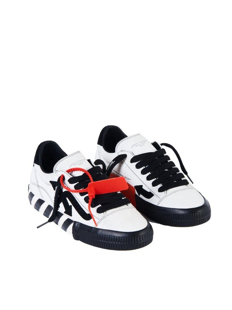 Off-White白黑箭頭低筒運動鞋12,700元。